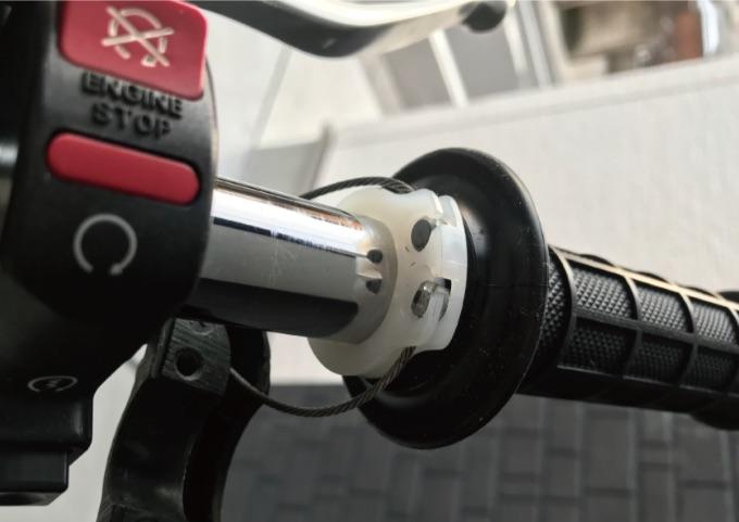 バイク グリップ 交換方法