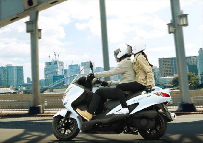 バイク好きが喜ぶ プレゼント 二人乗り