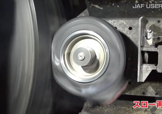 スタンディングウェーブ現象 タイヤ 空気圧