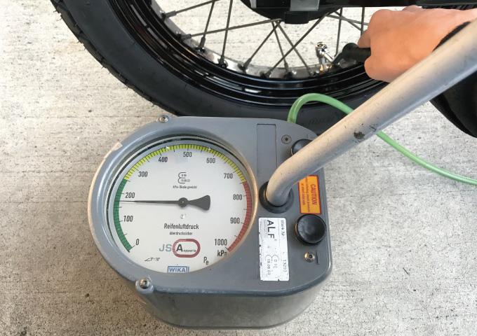 バイク タイヤ空気 ガソリンスタンド