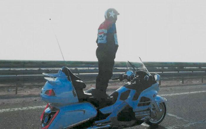 バイク ギネス 直立