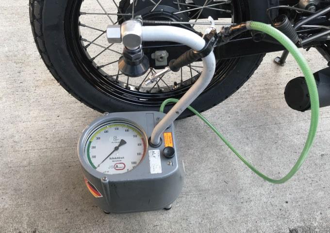 バイク 点検 空気圧